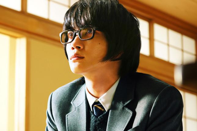 神木隆之介さんが藤井聡太四段を祝福した。(C)2017 映画「3月のライオン」製作委員会