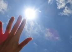 日焼け止めは白くなるくらい塗りたくれ 男も必見、夏の紫外線対策
