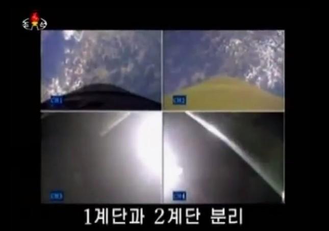 朝鮮中央テレビはミサイルのエンジンの1段目と2段目が分離される様子を放送した