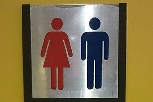 マック店舗の「女性優遇トイレ」 これって「男性差別」?再検討へ