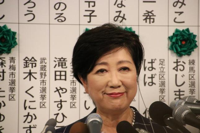 都議選で会見を行う小池知事(2017年7月2日撮影)