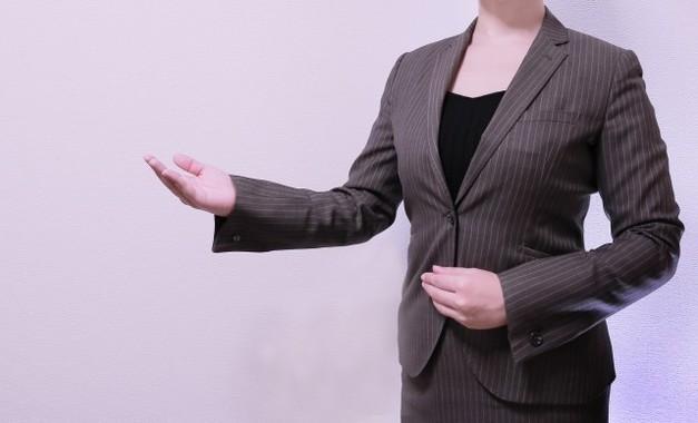 携帯電話などの契約において、販売員の質の向上は肝要だ(画像はイメージです)