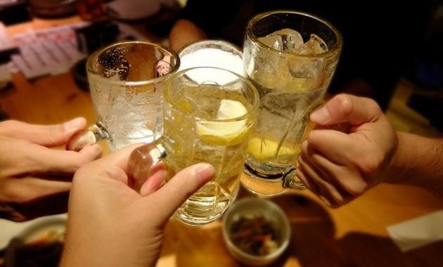 飲酒後のアルコールは入浴では飛ばせない(写真はイメージ)
