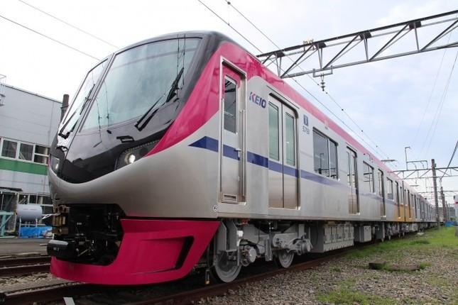 京王線で2018年春より座席指定列車として運行する5000系