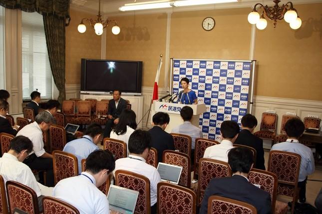 記者会見は衆議院の民進党控室の中で行われた
