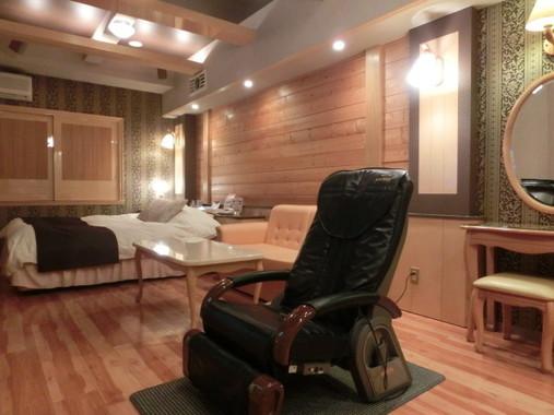 「ホテルハイパーノア」の客室。こちらは最高クラスの部屋で、宿泊価格は1泊2万円ほど。