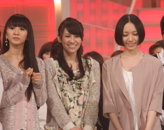 (左から)かしゆか、あ~ちゃん、のっち(2010年紅白歌合戦で撮影)