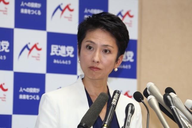 「二重国籍」問題で記者会見する民進党の蓮舫代表