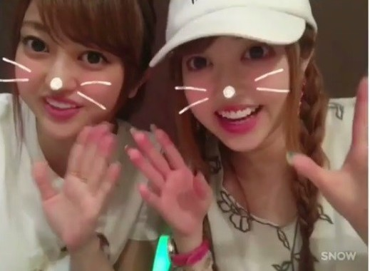 左が菊池亜美さん(画像は菊池さん公式インスタグラムのスクリーンショット)