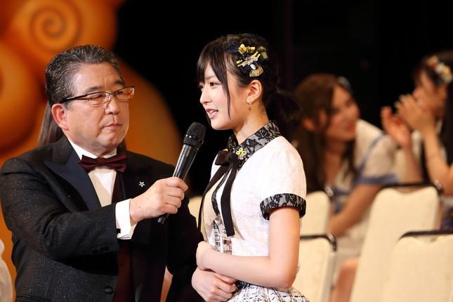 選抜総選挙で「結婚宣言」する須藤凜々花さん。8月30日でグループを「卒業」することが発表された