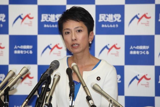 代表辞任を表明する民進党の蓮舫代表