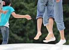 トランポリンは6歳未満には危険 米学会が「遊ばせないよう」警告