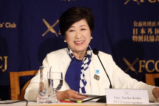 日本外国特派員協会で記者会見する東京都の小池百合子知事