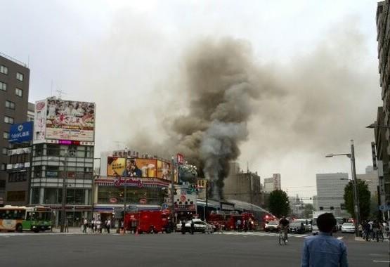 火災が発生した築地場外市場