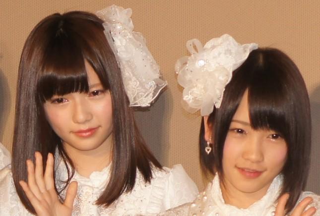 島崎遥香さん(左)と川栄李奈さん(右)(2013年撮影)