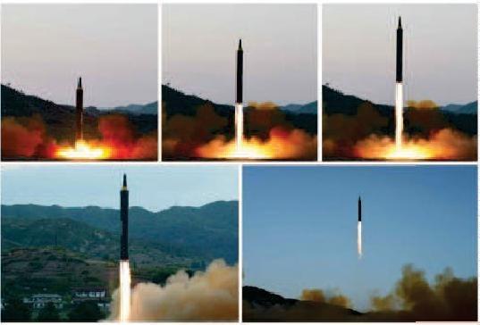 北朝鮮は中距離弾道ミサイル(IRBM)「火星12」号でグアム周辺を攻撃すると主張している(写真は労働新聞から)