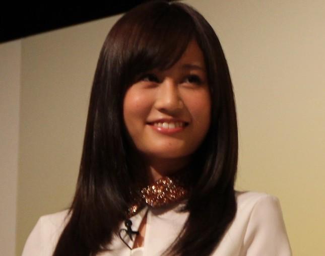 センターの先輩・前田敦子さん(2013年2月撮影)