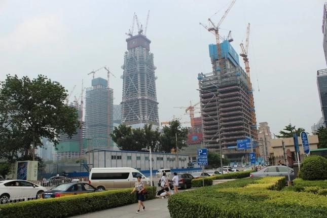 中国・北京では、オフィスビルの建設が今も進む