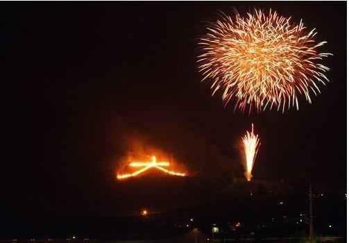 火で浮き上がる従来の「大」の文字(画像はふえふき観光ナビの公式サイトより)