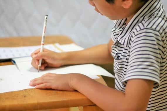 夏休みの宿題は必要?(写真はイメージ)