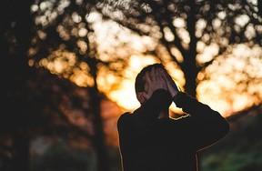 ネガティブな感情を否定すること自体もストレスになる
