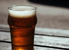 少量の飲酒なら妊娠中でも問題はない? 英国民保健サービスが調査を行った結果は...