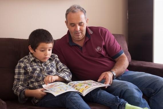 孫に絵本を読むと脳に効く?