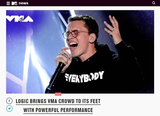 歌が若者たちを救っている(画像はロジックのステージの様子を伝えるMTVの記事)