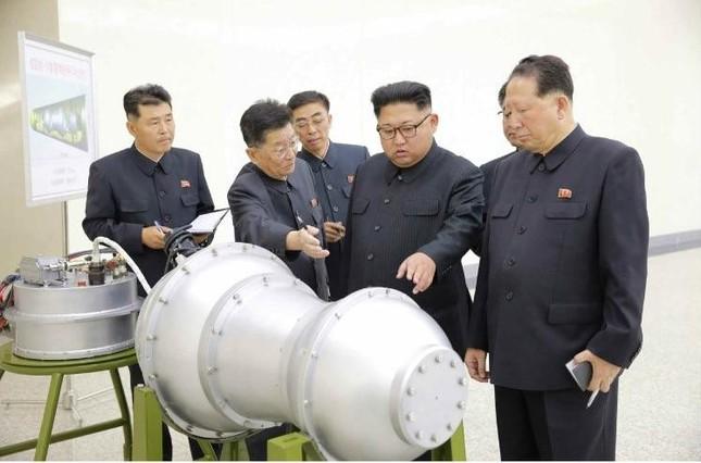 9月3日の労働新聞では、金正恩氏が「核兵器研究所」でICBMの弾頭に搭載する水爆を視察したと報じていた