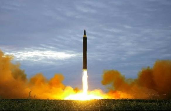 北朝鮮のミサイルが「島根に落ちても何の意味もない」のか(写真は労働新聞から)