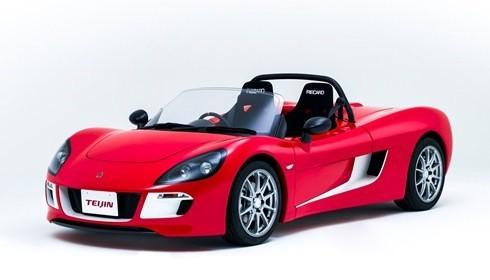 世界初のピラーレス・フロントウインドーとなるトミーカイラZZの特別仕様車(帝人サイトより)