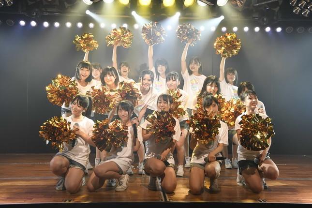 9月2日の「チーム8」公演の一場面。長さんは中段左端(C)AKS