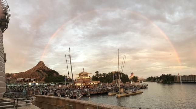 「虹が噴火しているように見える」(写真は「高橋達也」さん提供)