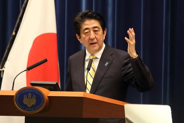 前回の「アベノミクス解散」(2014年11月)の際に記者会見する安倍晋三首相