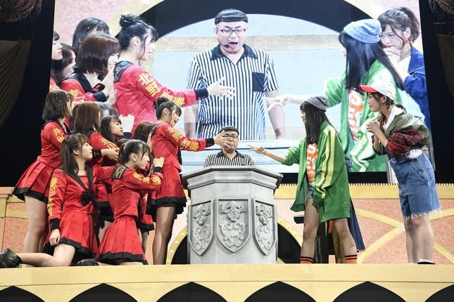 NGT48・北原里英さんらでつくる「kissの天ぷら」(右)も後輩メンバーを破ってブーイングが起きていた (c)AKS