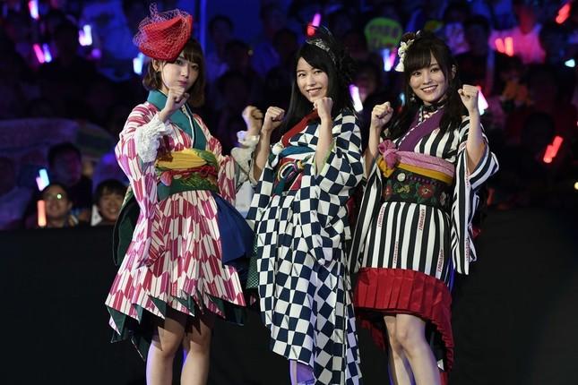 横山由依さん、宮脇咲良さん、山本彩さんによる「はんたんねぇ」初戦で敗退した (c)AKS
