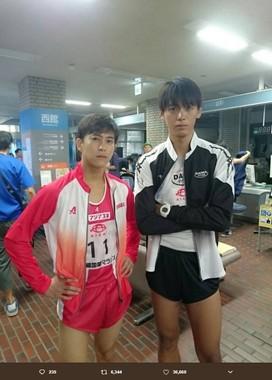 佐野岳さん(左)と竹内涼真さんの2ショット(写真は佐野岳さんのツイッターより)