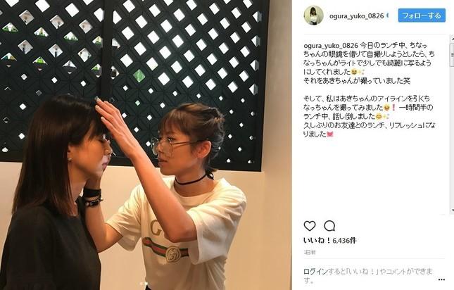 若槻さんがほしのさんにメイクを施している様子(画像は小倉さん公式インスタグラムのスクリーンショット)