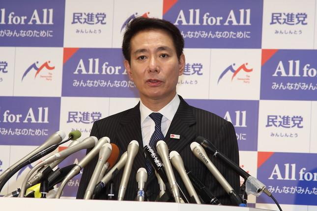 記者会見する民進党の前原誠司代表