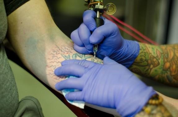 タトゥーに医師免許「必要」(画像はイメージ)