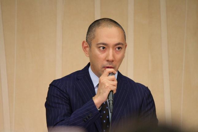 元SMAPの独立組3人と共演することを明かした市川海老蔵さん(2016年6月9日撮影)