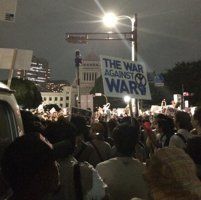 「市民連合」は安全保障関連法の廃止などを訴えている(写真は2015年7月、安保法案に反対する国会前デモの様子)