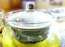緑茶を一緒に飲むと和食の味が引き立つ 伊藤園が「タケノコの土佐煮」で実験
