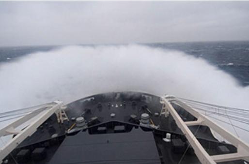 南極観測船「しらせ」の激しい航海の様子(国立極地研究所の発表資料より)
