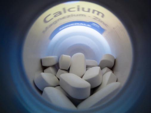 カルシウムやビタミンDさえあれば骨折しない、わけではない