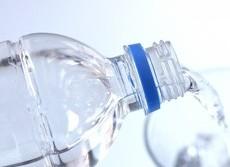 水の飲みすぎは危ない 脳が腫れ死に至った事例も
