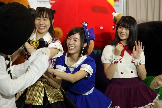 岡崎市の「オカザえもん」(手前右)はSKEメンバーにも大人気だった
