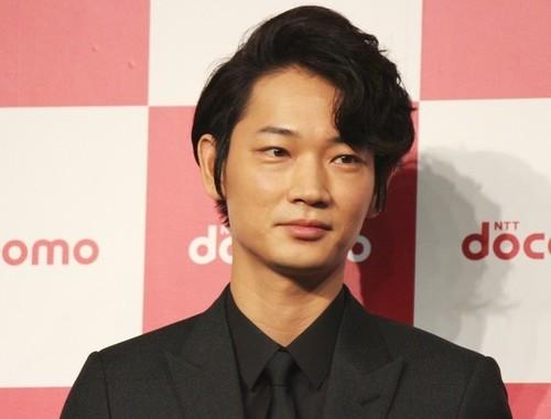 俳優の綾野剛さん(2015年9月撮影)