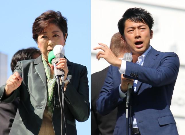 小池百合子氏(左)は東京・池袋駅西口、小泉進次郎氏は同駅東口に、それぞれ姿を見せた