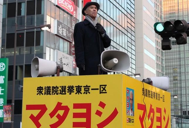 前回の衆院選で街頭演説に立つ又吉イエスさん(2014年撮影)